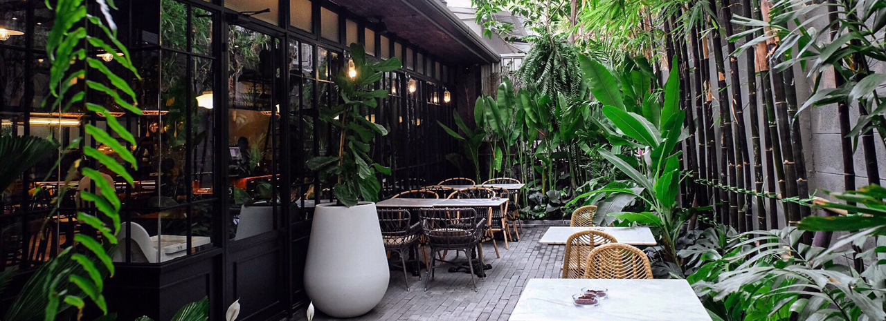 The neighborhood's business and nightlife reputation means it's no match for Phrom Phong when it comes to cafes, but there are plenty of interesting spots if you know where to look.