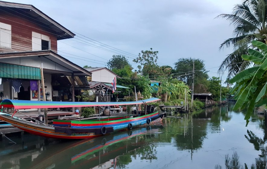 The tranquil Khlong Bang Luang community