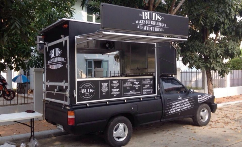 The 14 coolest food trucks taking over bangkok 39 s streets for Design food truck online